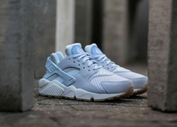 nike huarache light blue