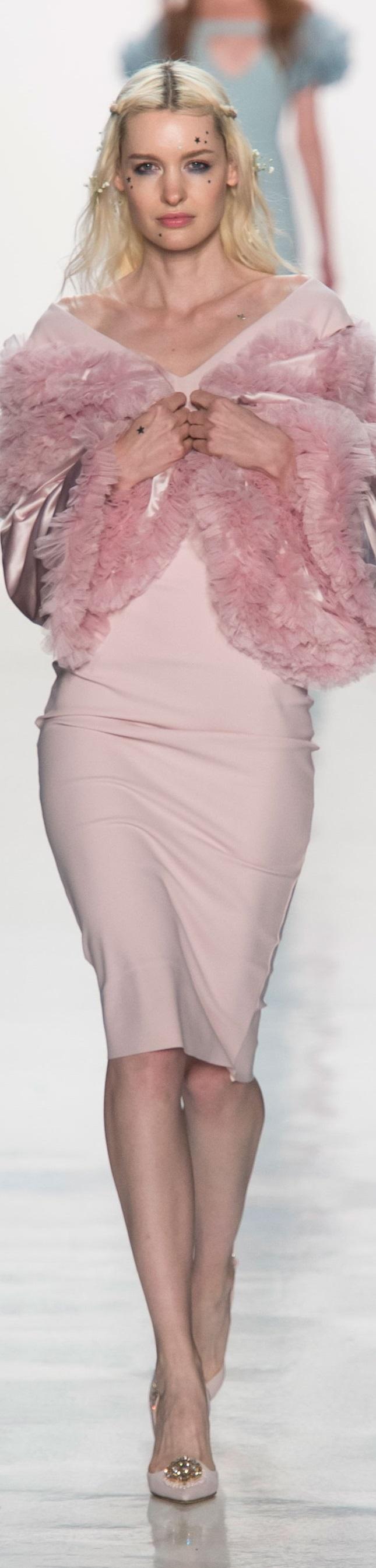La Petite Robe SS 2018 RTW | SS 2018 RTW | Pinterest