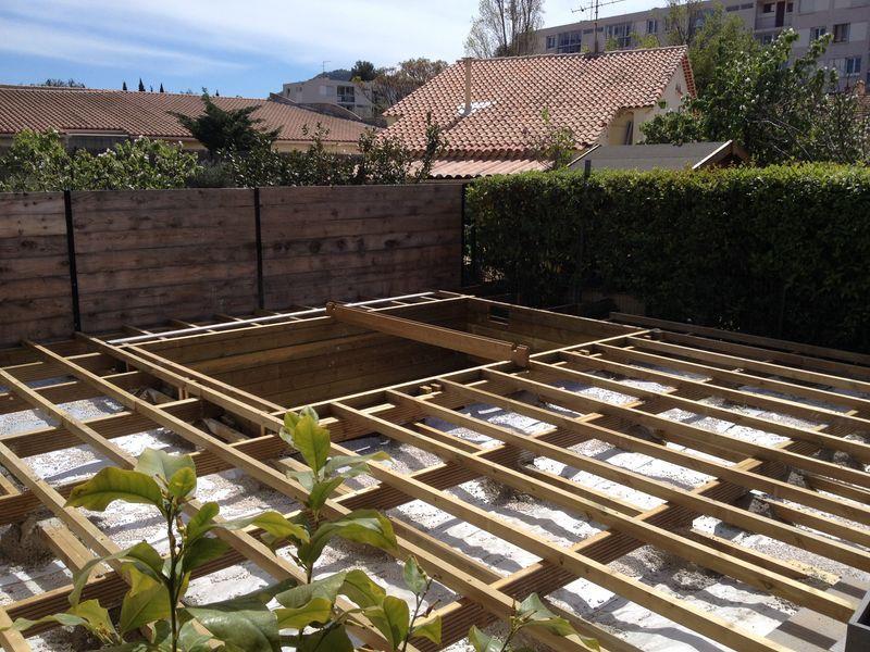 Aménagement exterieur - Terrasse en pin classe 4  autour de la