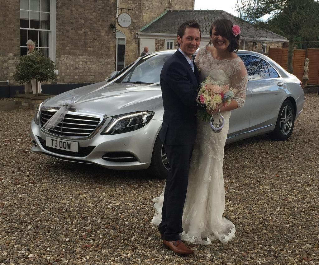 Are You Looking For Hire Yorkwedding Car We Offers You A Comprehensive Fleet Of Cars By Mercedes Bentley And Wedding Car Wedding Car Hire Chauffeur Service