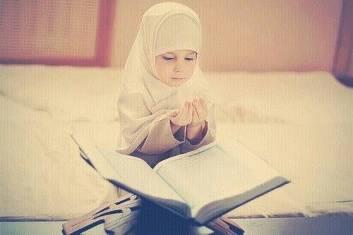 little girl asking dua from allah muslim images muslim kids islam little girl asking dua from allah