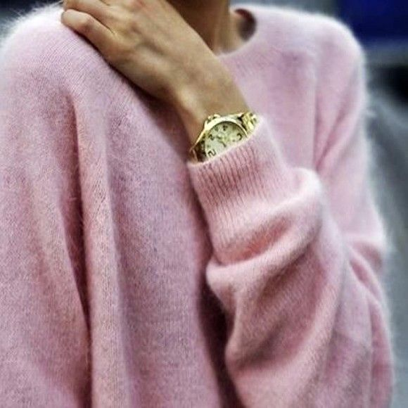 pull rose clair au toucher doux grande montre dor e. Black Bedroom Furniture Sets. Home Design Ideas