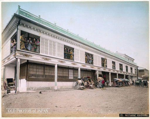 明治5年(1872)横浜・高島町にオープンした遊郭「新風楼」明治15年に永楽町に移動。関東大震災までは市内トップの売春宿だった。別名Nectarine  No 9とも呼ばれた。 Brothel, Yokohama