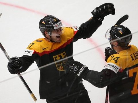 thomas greiss germany | ST. PETERSBURG, RUSSIA. MAY 10, 2016. Germany's Patrick Reimer (L) and ...