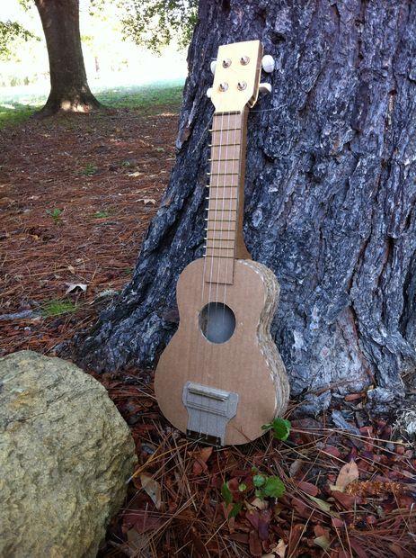 Sehr Guitare en carton | Guitares, Carton et Espagne LA14