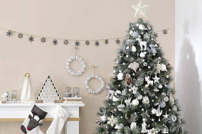 Arbol De Navidad Decorado De Colores
