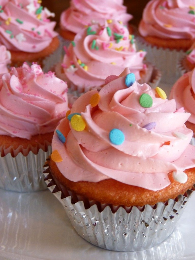 How To Make Buttercream Without Icing Sugar Uk Swiss Meringue Buttercream With Powdered Sugar Added At The End Love But I Used Less Butter Swiss Meringue Buttercream Cupcake Frosting Tips Cupcake Recipes
