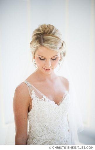 18 One Shoulder Wedding Dresses and Gowns | Schöne frisuren, Frisur ...