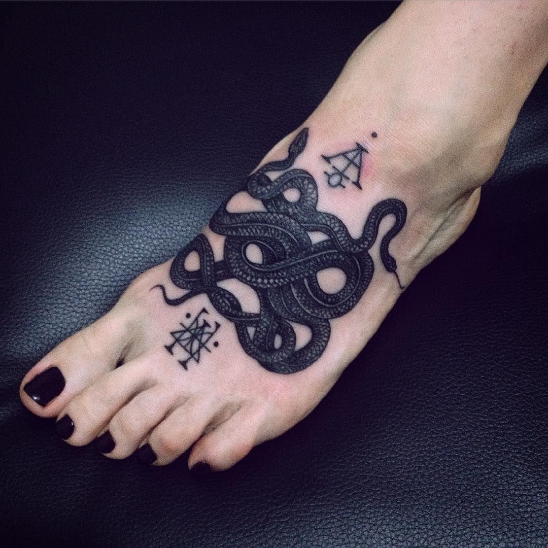 pin von valerie f auf tattoos pinterest f r m nner tattoo vorlagen und t towierungen. Black Bedroom Furniture Sets. Home Design Ideas