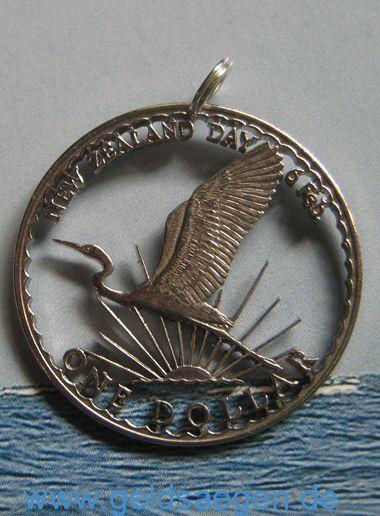 handcut coin from New Zealand- beautyfull coin Pendant http://www.geldsaegen.de/Neuseeland-1-Dollar-1974-Sonderpraegung-.html handausgesägte Sondermünze aus Neuseeland in extrem filigraner Ausführung ! Münzschmuck fom feinsten !