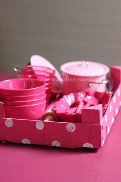 Dinette vaisselle cagette rose fuchsia Vertbaudet Casa