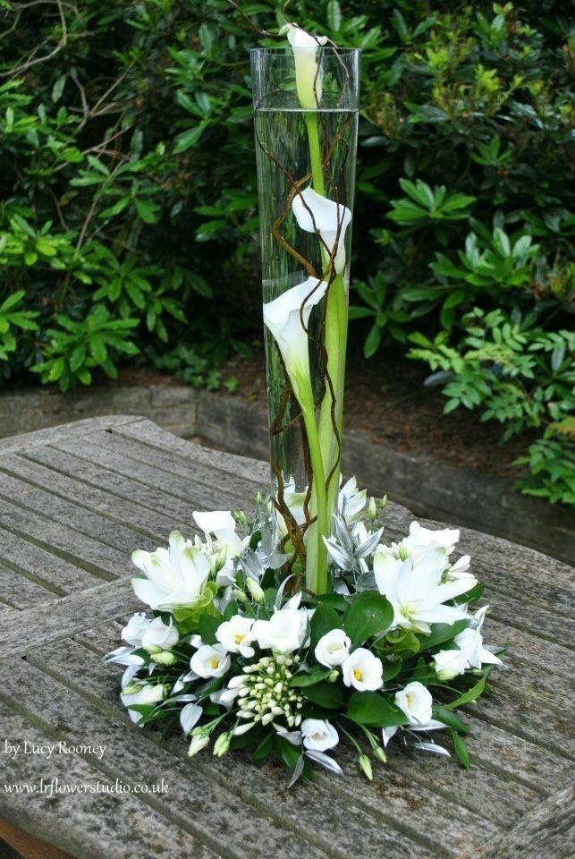 White floral   Flowers   Pinterest   Arreglos, Arreglos florales y ...