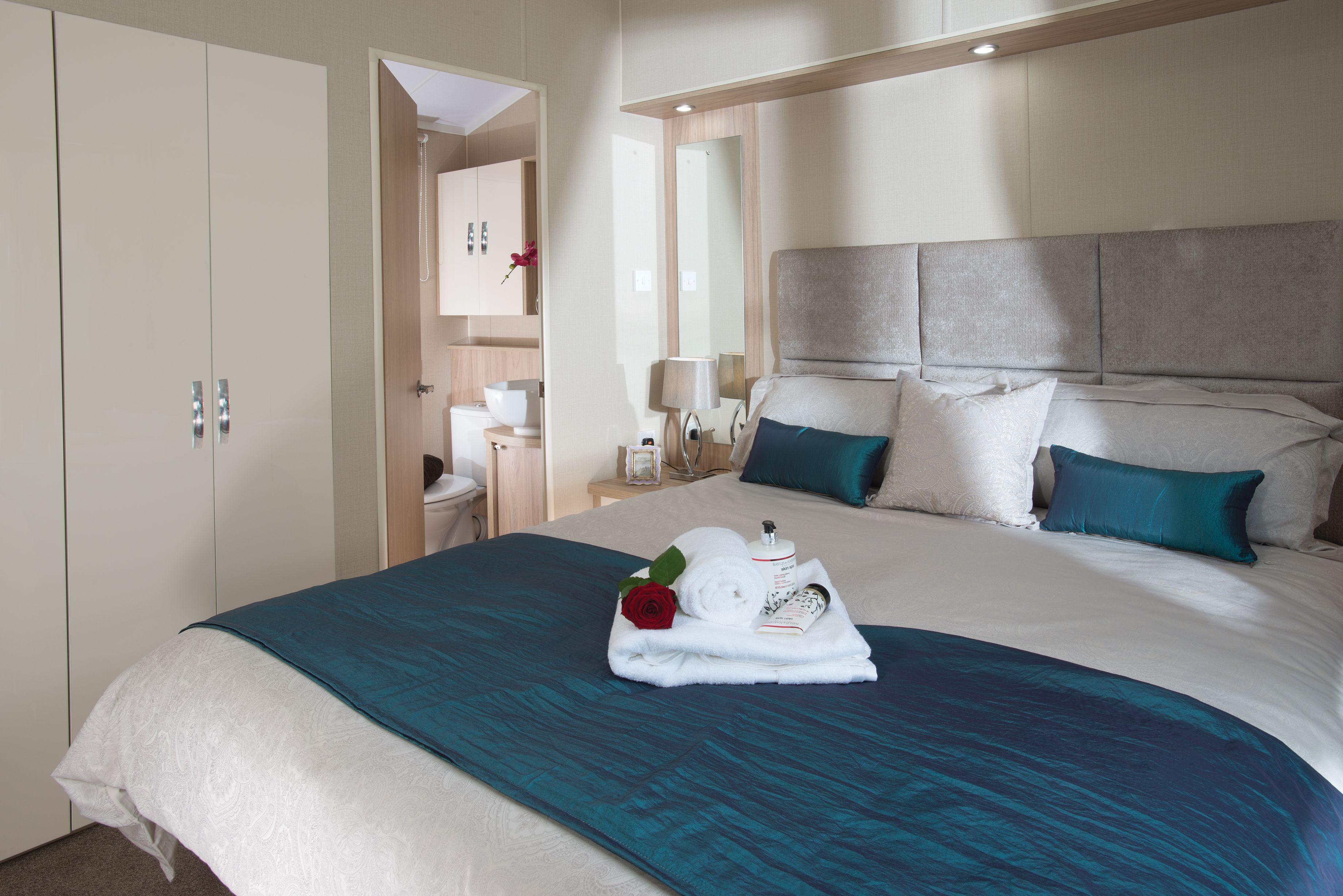 Best Regal Autograph Main Bedroom Ensuite Caravan Holiday 400 x 300