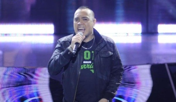 """Douglas Dagal Sings """"I Believe I Can Fly"""" on The Voice"""
