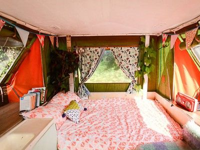 Woman's urban retro pop-up caravan is escape from the rent trap (Video) #retropop
