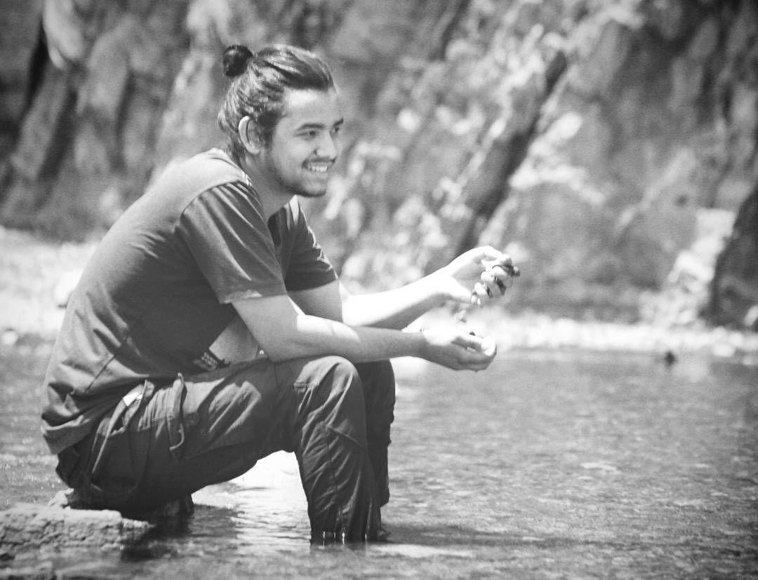 Enjoy Summer :-) . . . . . . . .  #momentplusmemories #momentoflens #lovesummer #keepsmile #justdoit✔️ #liveyourlife #gobeyond #reshikesh #water #justrelax #enjoylife #bnwphotography #lightanddark #manbun #manbunlifestyle