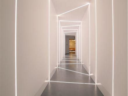 flur beleuchtung hausbau modern wohnzimmer. Black Bedroom Furniture Sets. Home Design Ideas