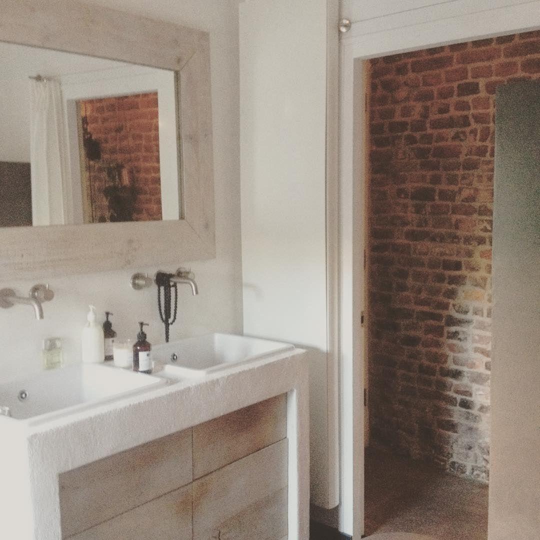 Goedemorgen badkamer! Douchen, ontbijten en buiten verven. Fijne dag lieve instagrammers.