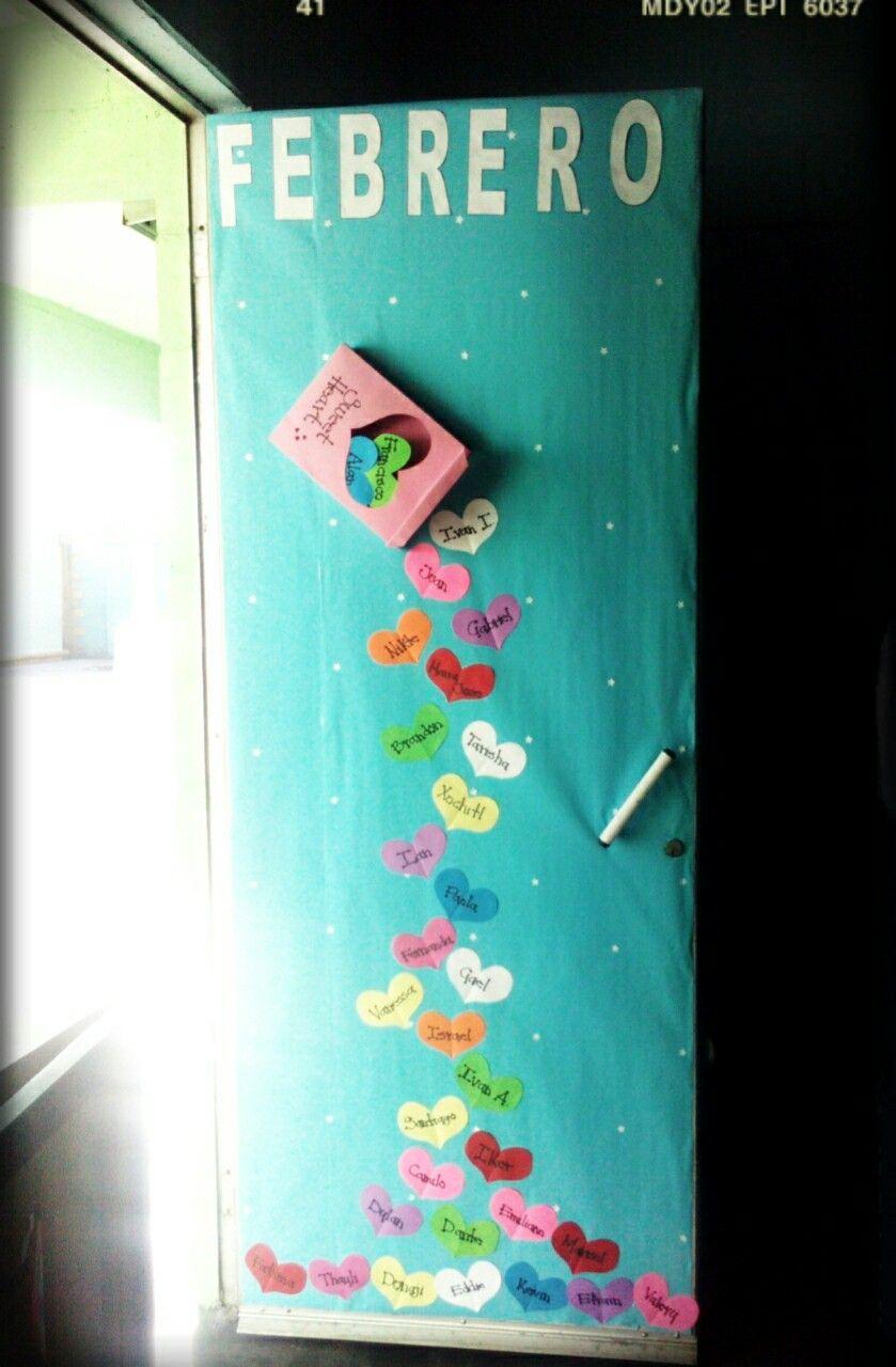 Puerta para febrero caja de dulces corazones puertas for Puertas decoradas del 14 de febrero