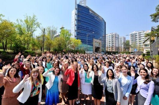 하나님의교회(안상홍증인회)는 급증하는 성도들과 한국을 찾는 전 세계인을 맞이하기 위해 지난 10일 헌당식을 열고 새예루살렘 판교성전의 문을 열었습니다. http://www.womennews.co.kr/news/90502#.VqRVGn6weUk