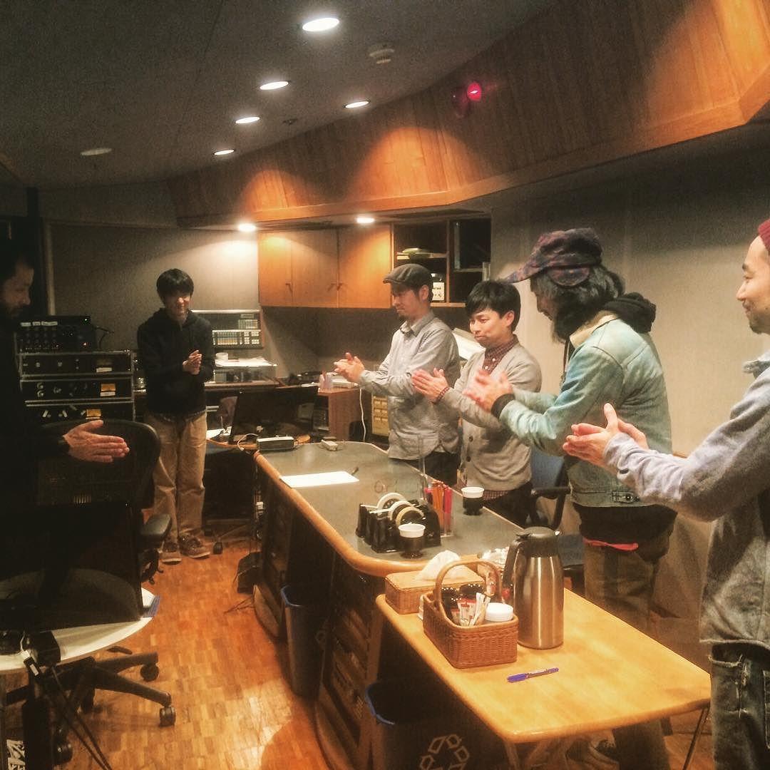 在日ファンクニューアルバムのミックス作業お疲れ様 一本締めの瞬間  改めて内田直之の凄さを思い知る アットザブラックアイ目黒  #TD #ミックス #青葉台スタジオ by hamaken0805