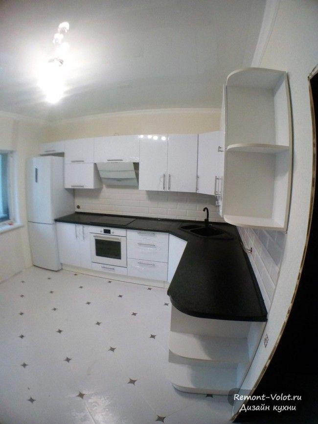 Черно-белая угловая кухня 12 кв. м со встроенной ...