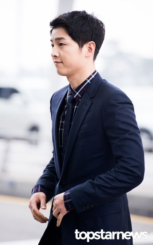 Song Joong Ki s Hong Kong Trip for Dior Homme Fashion Show   Couch Kimchi 862917475115