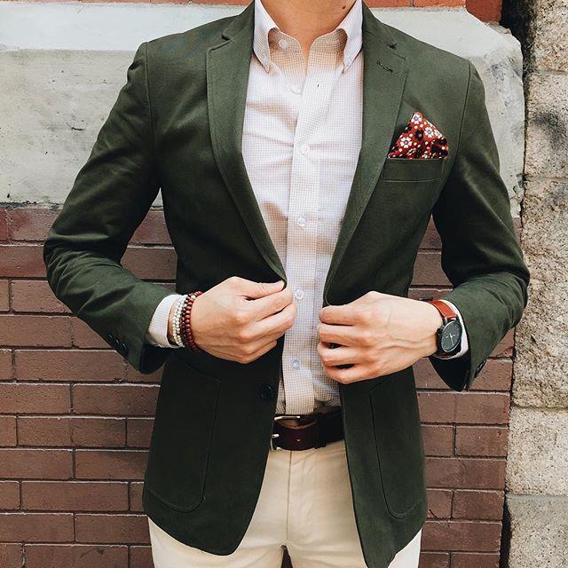 Chaqueta verde oliva hombre combinar