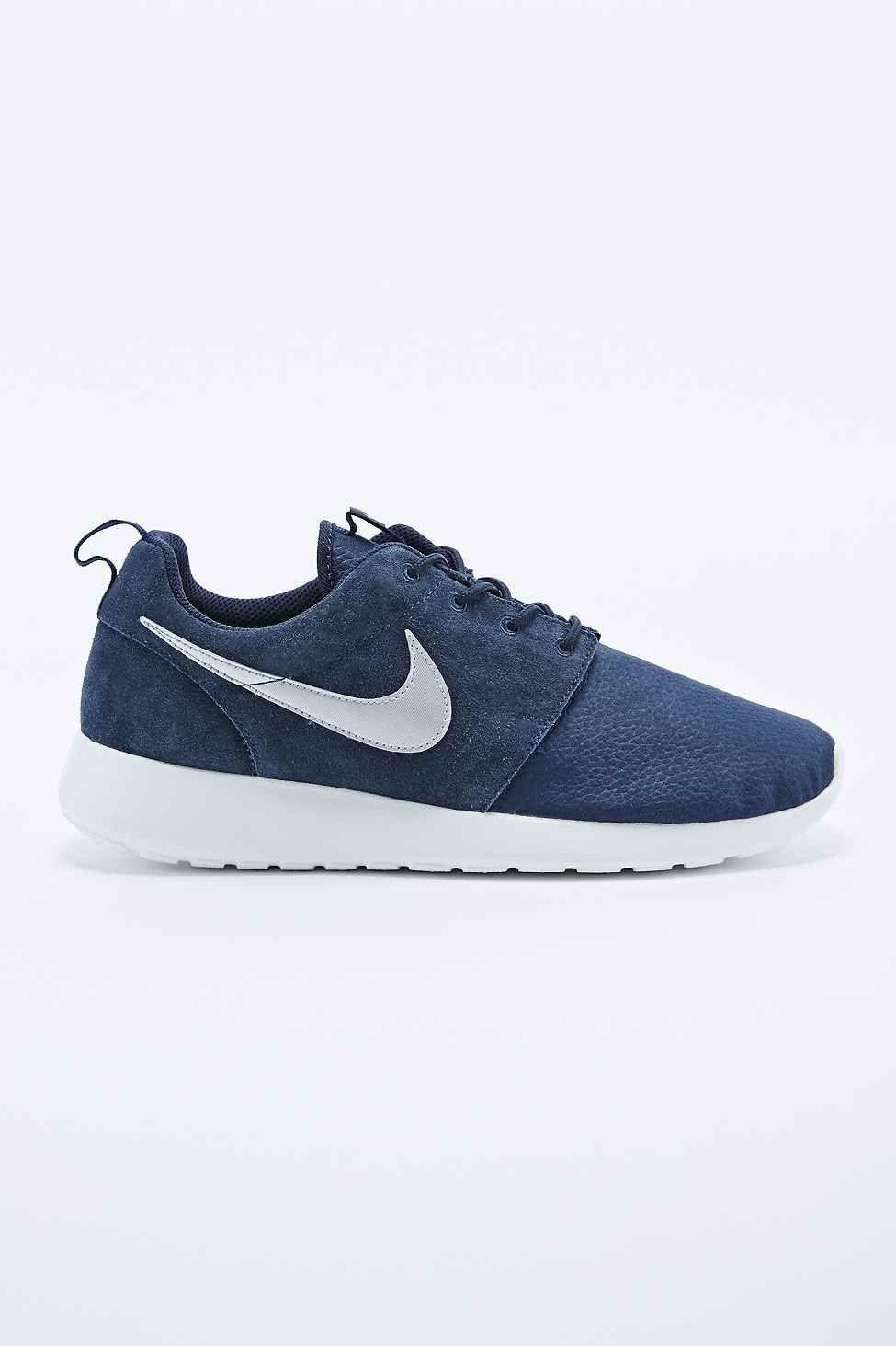 a8ba46e5e67e Nike Roshe Run Suede Trainers in Obsidian Blue