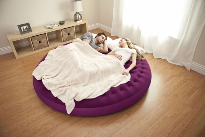 Inflatable air mattress, round shape If you sit on it, there is