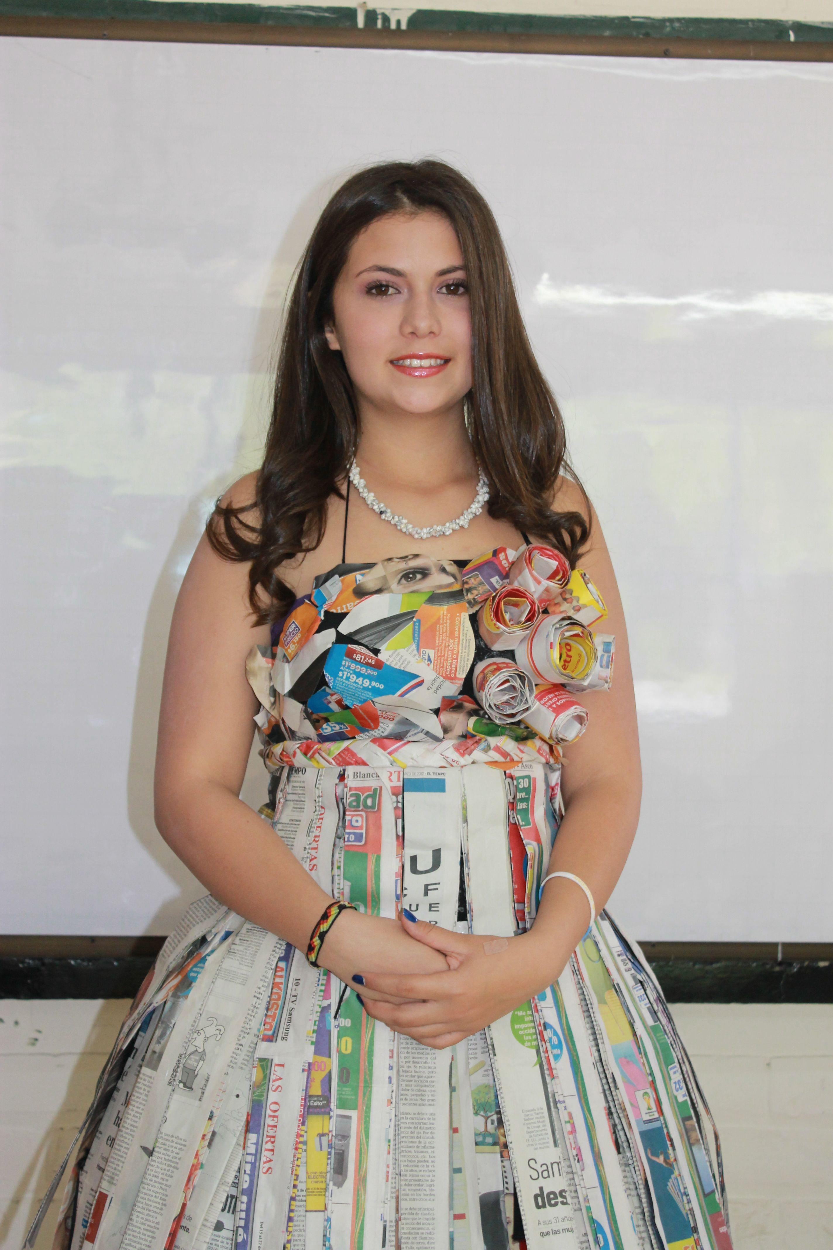 ce40b79d6a Realización de un lindo vestido con papel periódico