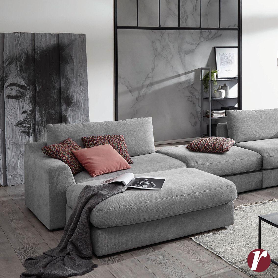 Un soggiorno grintoso con il divano SOAVE dalla linea