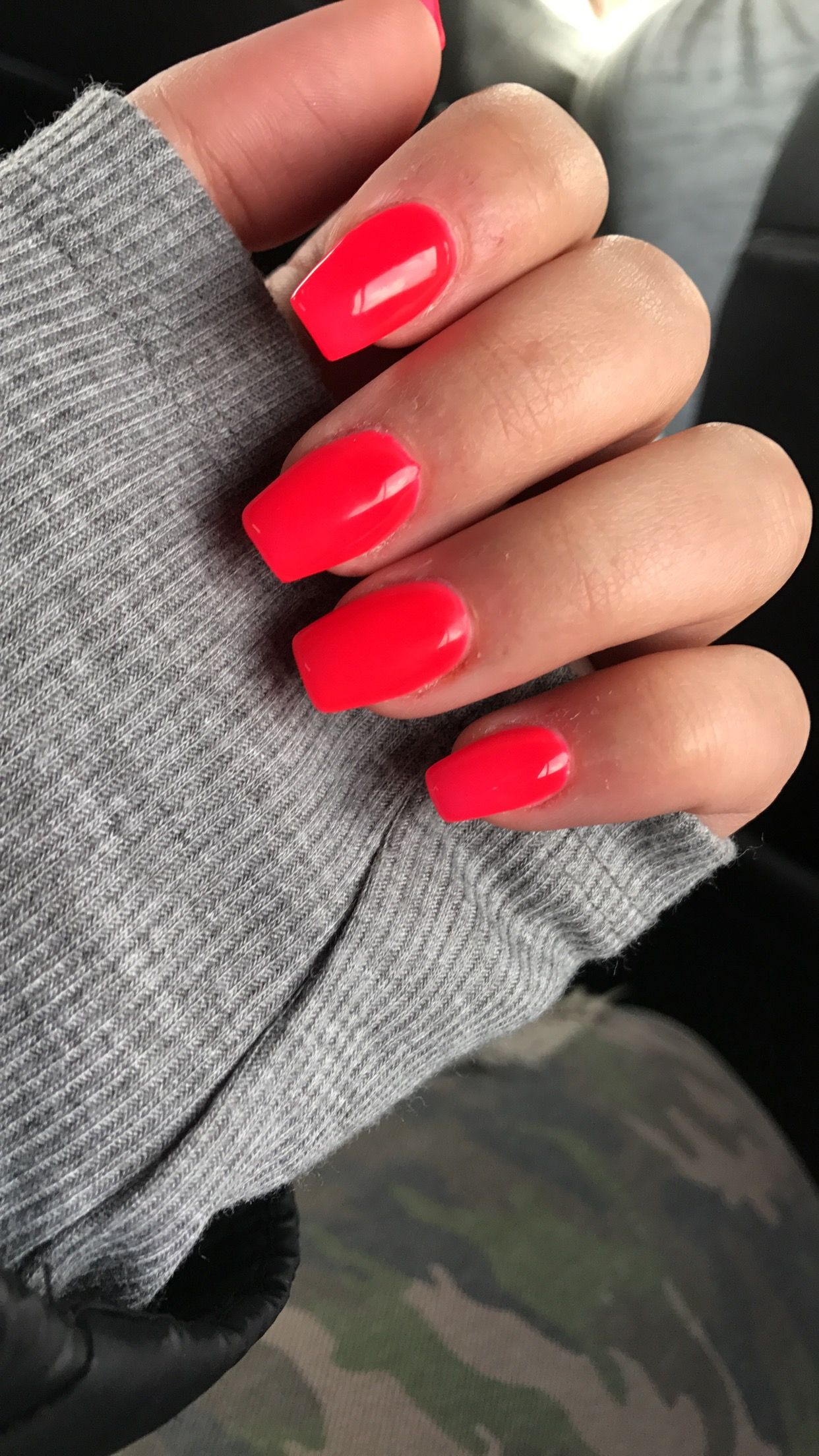Short Coffin Acrylic Nails With Shellac Polish Summernails Red Acrylic Nails Red Nails Acrylic Nails