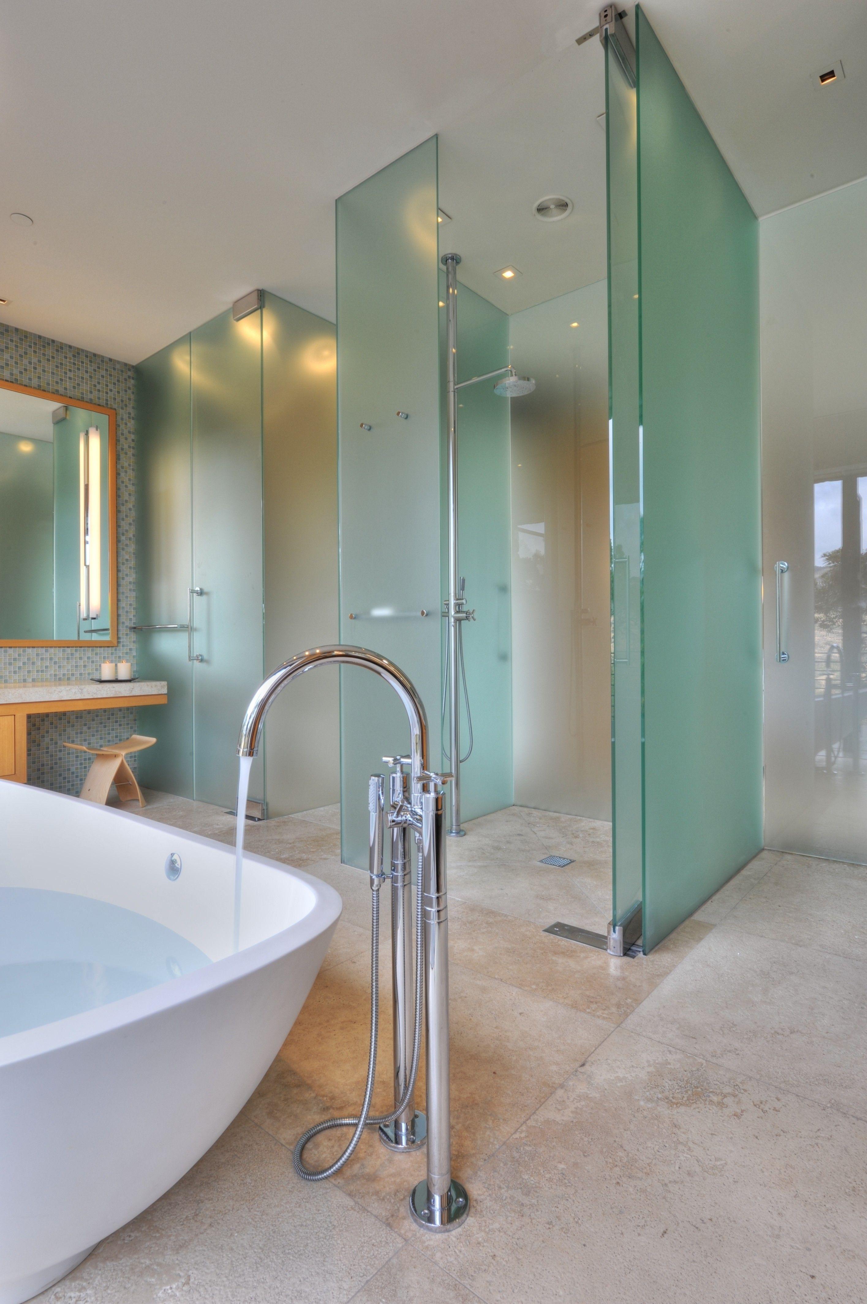 20 Beautiful Walk In Showers That You Ll Feel Like Royalty In