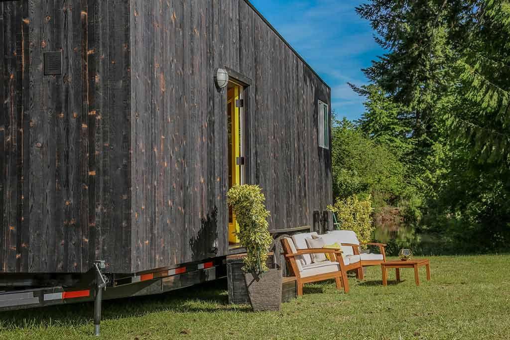 Modern Shou Sugi Ban Tiny Heirloom In 2020 Tiny House Design