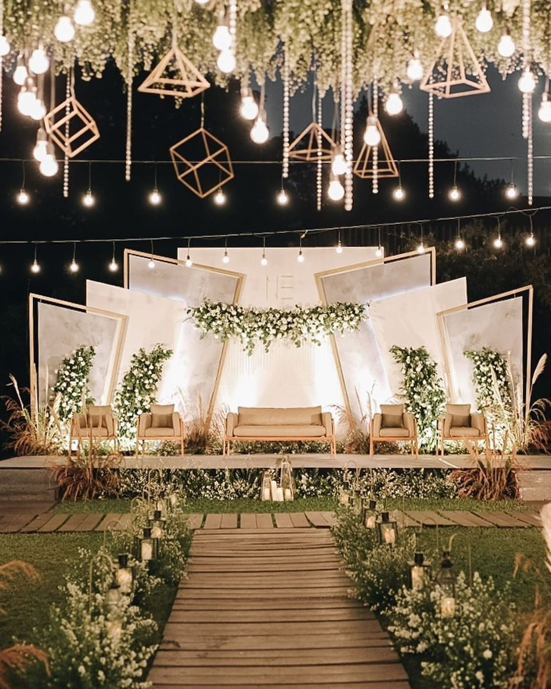 Dekorasi Pernikahan Pink Gold Cek Bahan Bangunan Dekorasi pelaminan putih gold