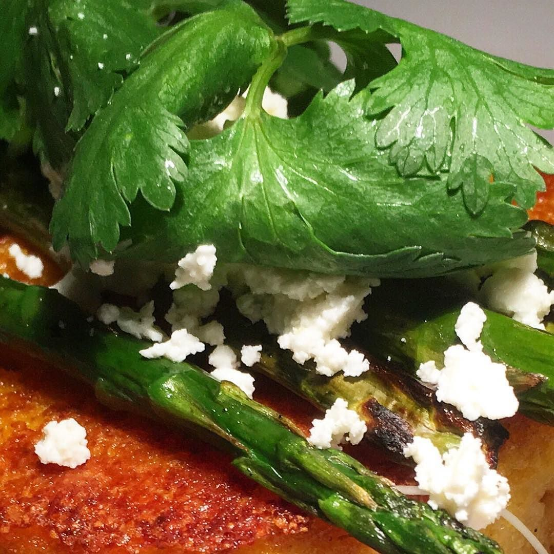 Click bio  to see the big picture. 'Cheesy' Polenta with roast red capsicum and tomato chutney charred asparagus queso fresco balsamic #chef #cheflife #truecooks #exoticfoods #foodporn #chefsofinstagram #beef #organic #grassfed #theartofplating #wildchefs #gastroart #curry #vegan #veganchefsofinstagram #texas #plantbased #feedfeed #f52grams #foodstyling #foodphotography #vahallamovement #southwest #southwestern #punk #punkrock #menwhocook #homemade #homecooked #homecooking by…