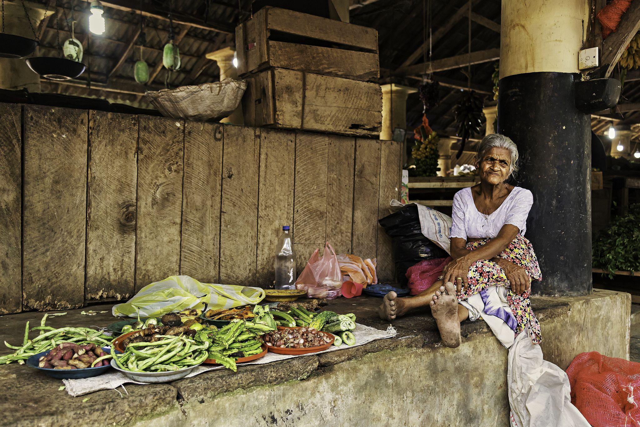 The Saleswoman Barefoot Sri Lanka Sri Lankan Barefoot