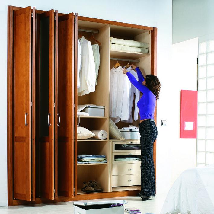 Armarios de puertas plegables correderas muebles pinte - Organizar armarios empotrados ...