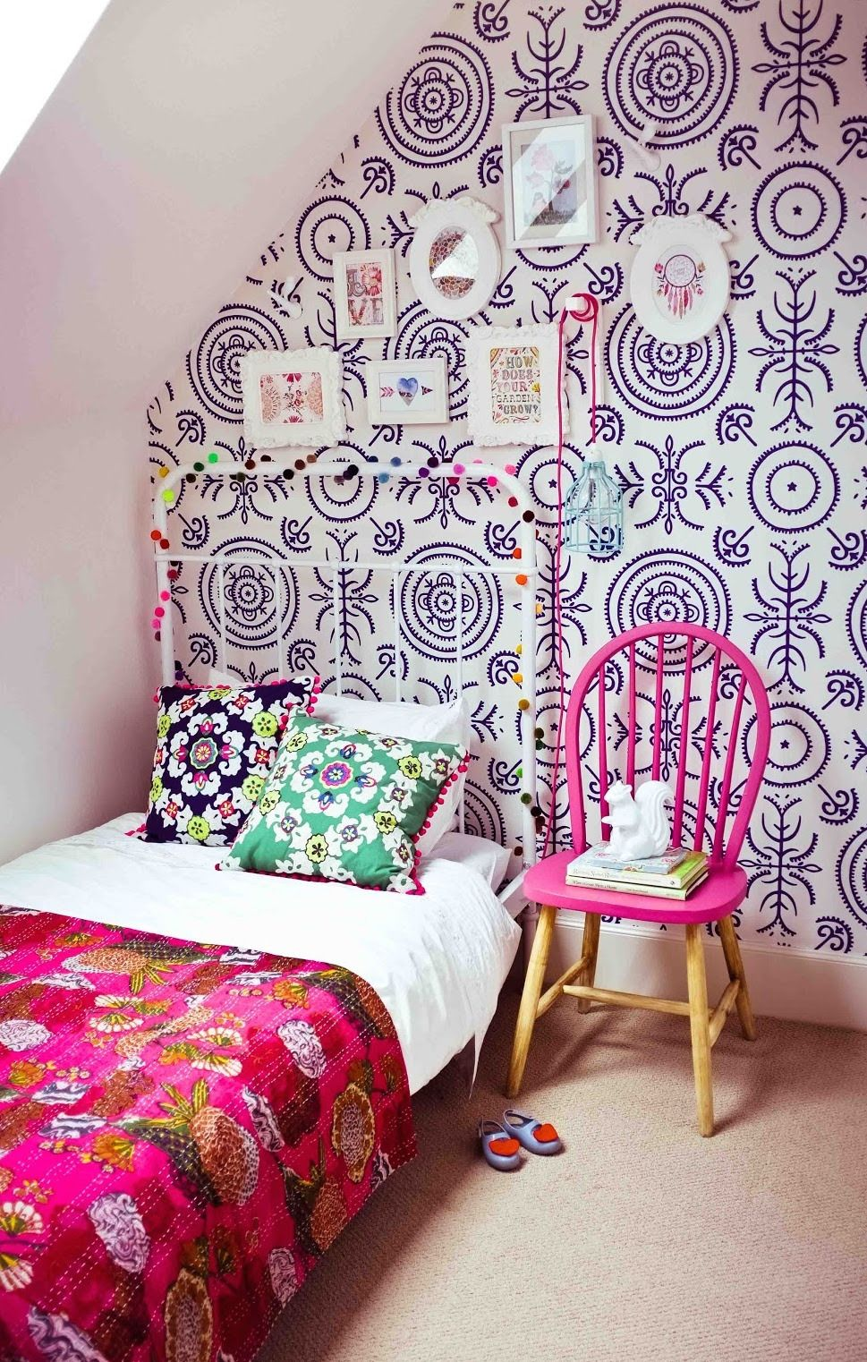 Pin by Kirsi Kristiina on Retro Bedroom wallpaper accent