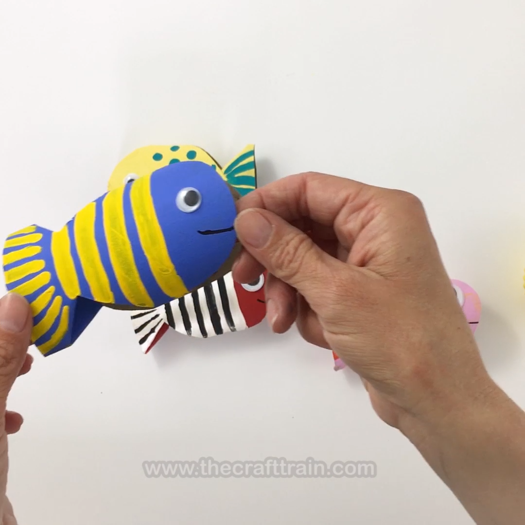 Cute fish craft made from a paper roll. This is a fun idea if you are learning about ocean animals. It's also a great recycling craft and perfect for preschoolers and kids of all ages.  #fish #easycraft #craftsforkids #paperroll #kidsactivities #kidscrafts #recycling #oceananimals #animalcrafts #thecrafttrain