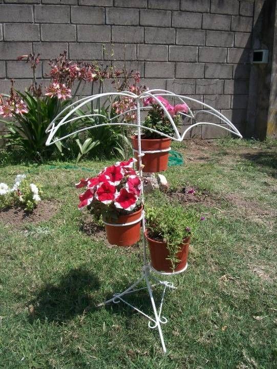 Resultado de imagen para portamacetas de hierro hierro y for Figuras jardin baratas