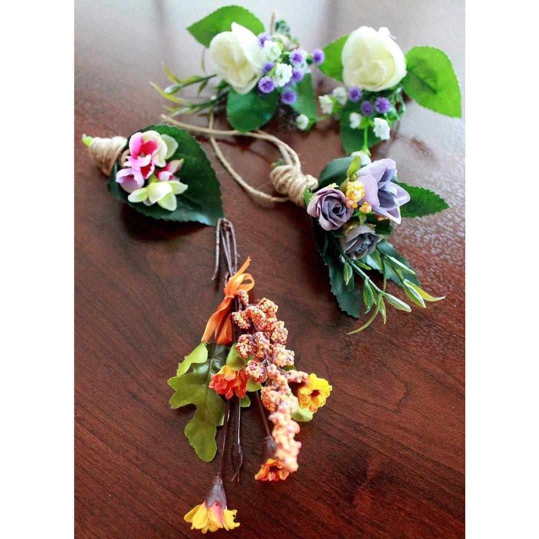 """""""Yaka çiçeklerimiz  #nişantacı #gelintacı #düğüntacı #gelinçiçeği #gelinbuketi #nişan #wedding #gelin #bride #masaörtüsü #party #love #flower #çiçek…"""""""