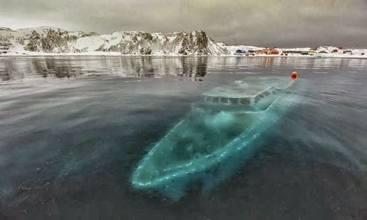 Det siger sig selv at man skal tale emd en marinbiolog for at finde det rigtige sted hvor vraget ikke bliver kastet op på stranden om vinteren. (Yacht in antartica)