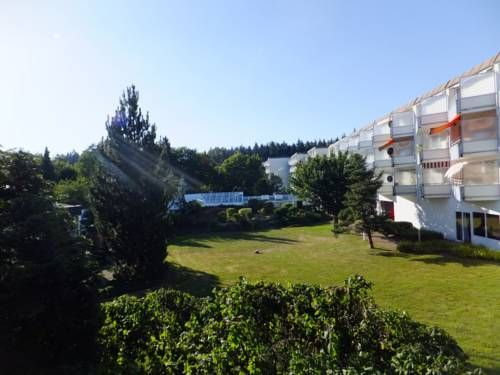 Ferienwohnung Schwarzwaldblick Altensteig Set in Altensteig, this apartment features a balcony and a garden. The unit is 43 km from Stuttgart.  The kitchen is equipped with an oven. A TV is available. There is a private bathroom with a bath.