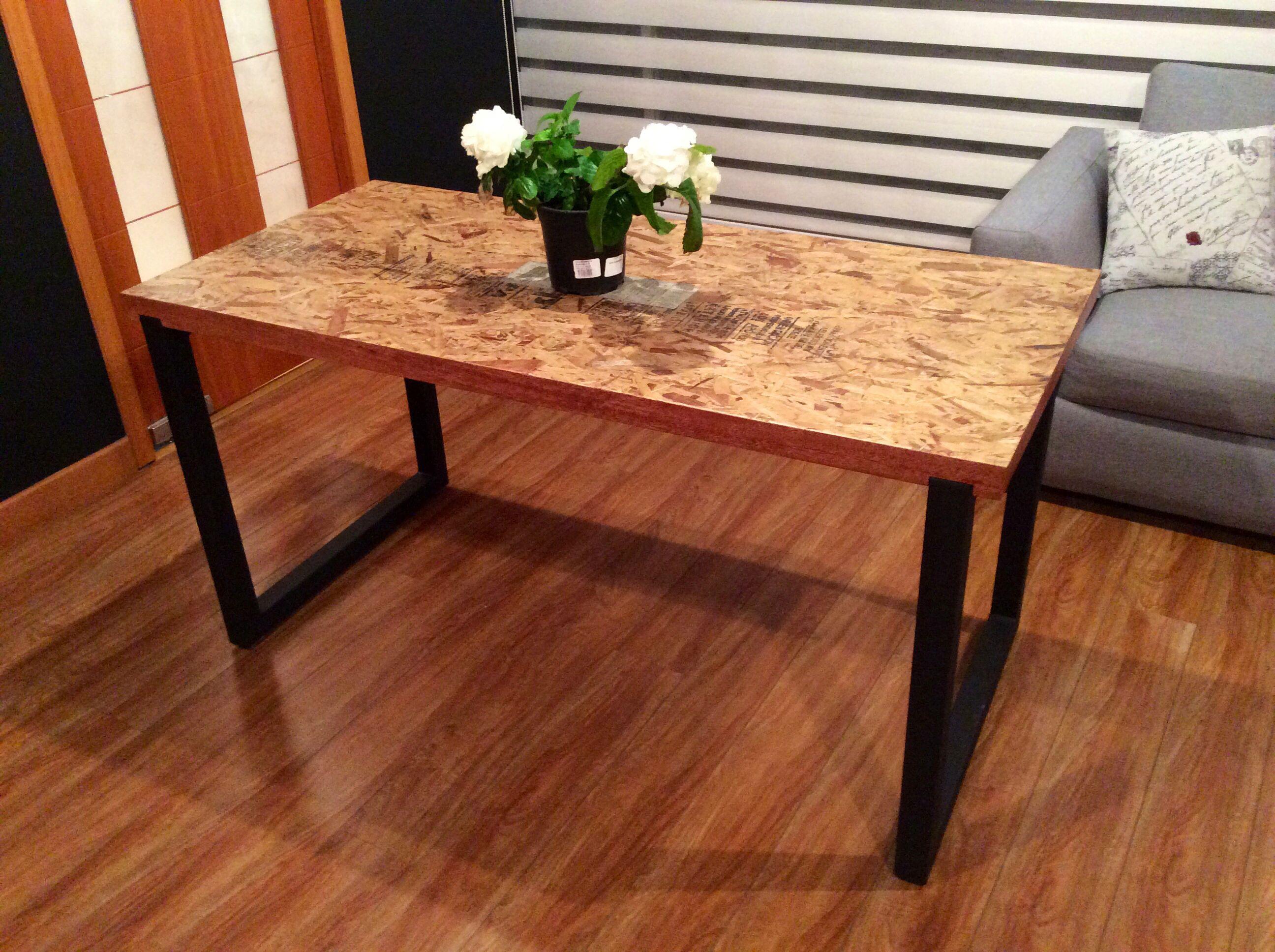 mesa en tablero osb en estructura met lica taller de dise o pinterest plywood. Black Bedroom Furniture Sets. Home Design Ideas
