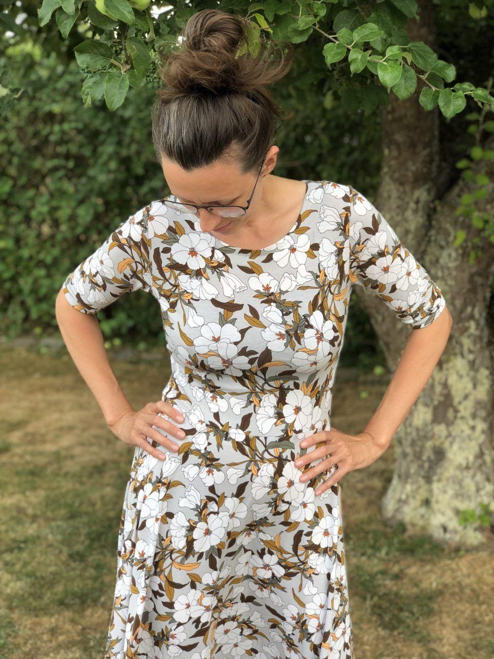 Jerseykjole med halv sol   Syning tøj, Kjoler og Diy kjole