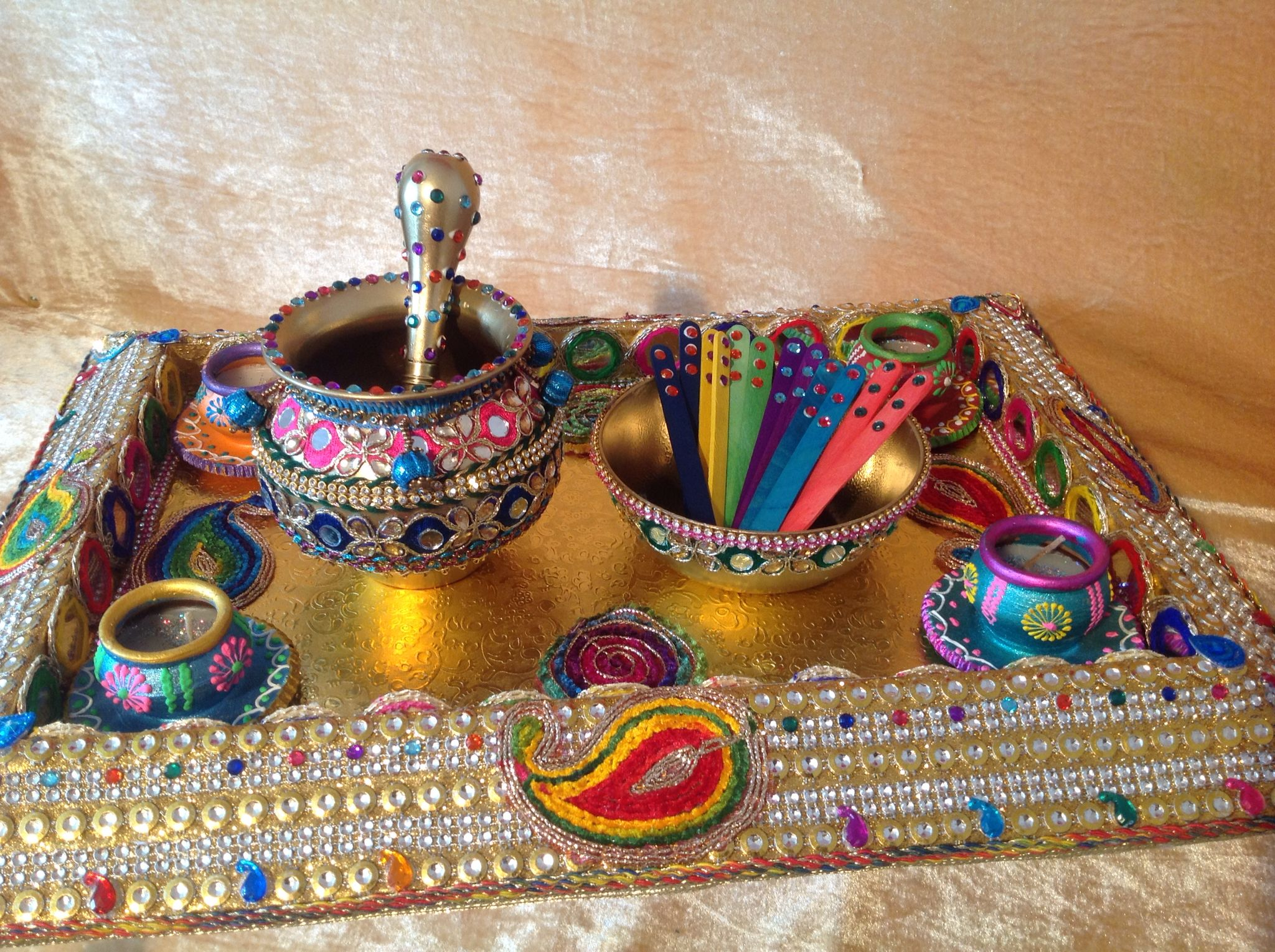 Mehndi Decoration Trays : The multicoloured mehndi tray with oil and pots see my