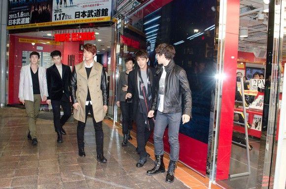 [PRESS] #22112012 – 2PM VISITS TOWER RECORDS SHIBUYA STORE JAPAN ⓒKSTYLE http://news.kstyle.com