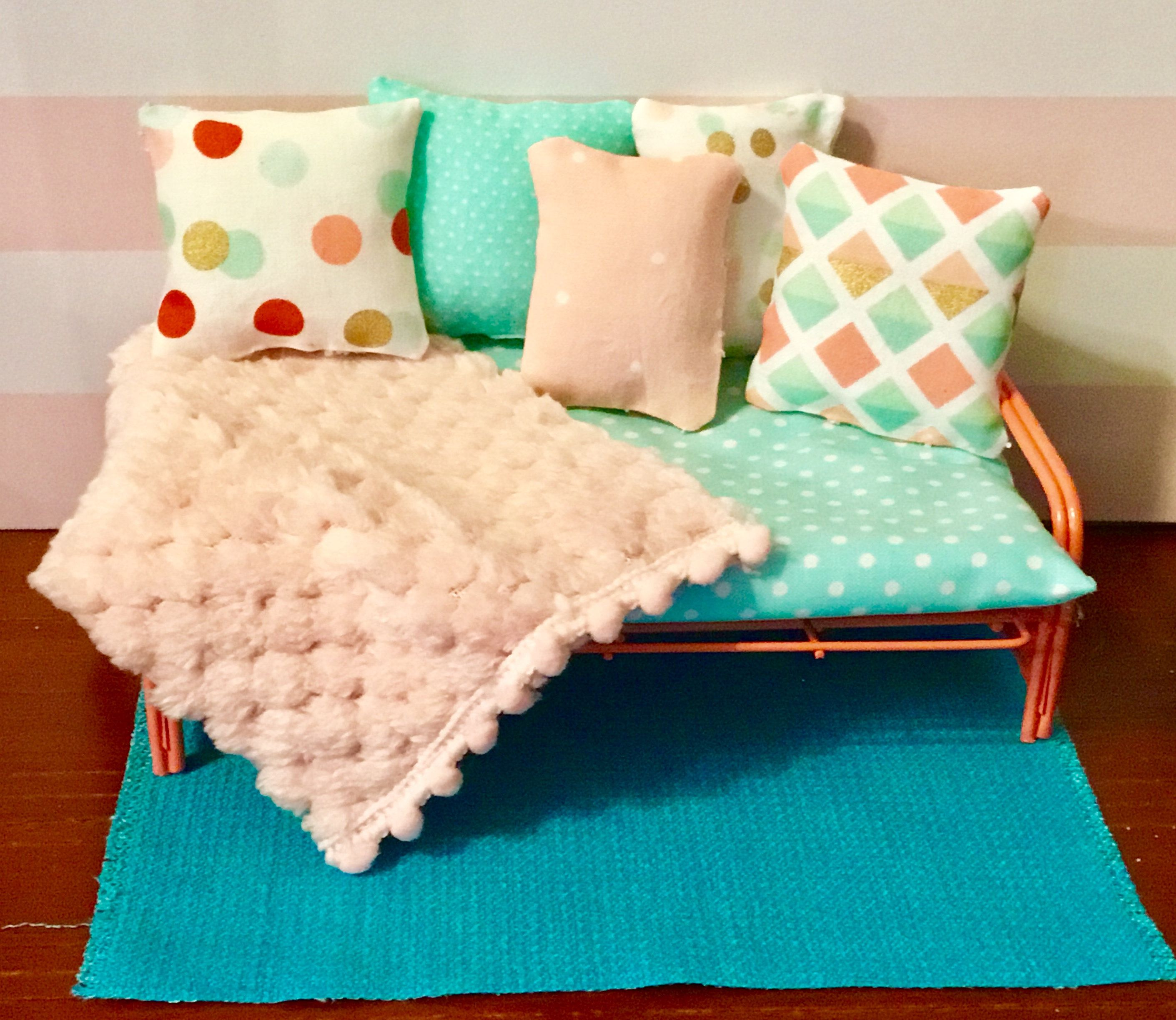Dollhouse Miniature Futon With Blanket Pillows u0026